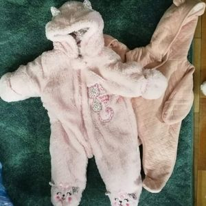 🌺Bundle two baby girl snowsuits!